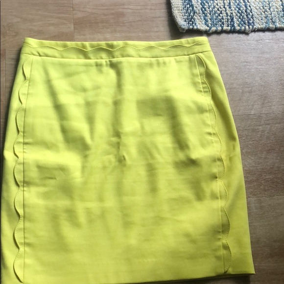 Banana Republic Dresses & Skirts - Banana republic yellow pencil skirt